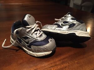 Toddler Boys Nike Sneakers Size 6
