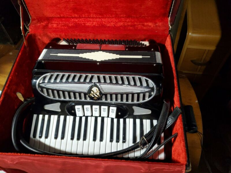 Beautiful great condition Castiglione Black Pearl Accordian in Case C2482
