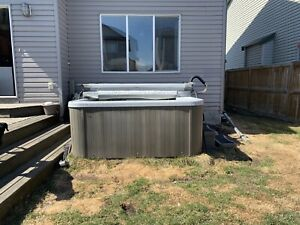 Large Arctic Spas Hot-Tub w/Jets, Lights, Stairs, and Chemicals