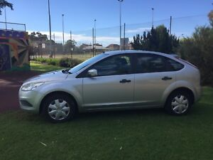 2010 FORD FOCUS AUTOMATIC HATCH $6250 ( LOW 87 480 KILOMETER'S )