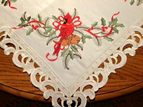 Cardinal Table Topper