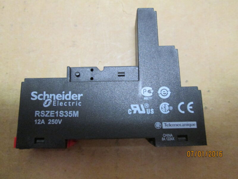 NEW, TELEMECANIQUE RSZE1S35M RELAY SOCKET.