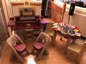 RARE Step 2 Play Kitchen and Table and Chairs x4 Matching