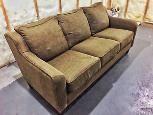Modern buy or sell a couch or futon in calgary kijiji for Sofa bed kijiji calgary