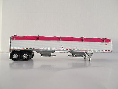 DCP 1/64 SCALE WILSON GRAIN TRAILER WIHTE WITH PINK TARP AND SILVER HOPPERS 3