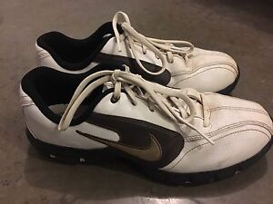 Nike 9.5 golf shoes