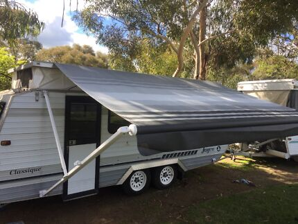 Roll out awnings annexes