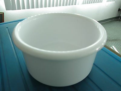 "Crock style bird or pet water/food plastic dish 28"" oz.bowl White color"