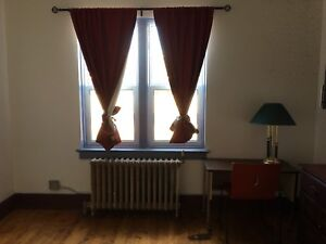 Large room for rent   great for students!