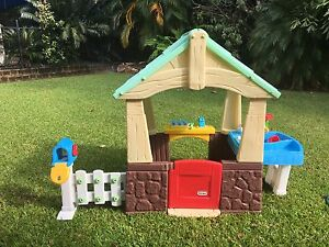 Little Tikes Deluxe Home and Garden Playhouse Fannie Bay Darwin City Preview