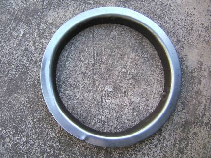 Volvo 124 chrome wheel trim