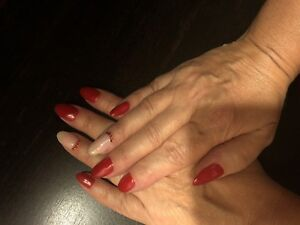 Techniciennes pose ongles Gel et pédicure