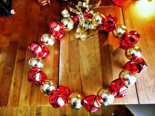 USED CHRISTMAS DOOR WREATH RED JUNGLE BELLS GOLD ORNAMENTS BALL
