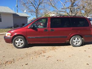 8 seater Chevrolet Venture 2002 AWD (located in Three Hills)