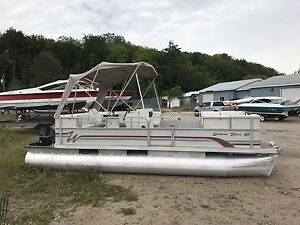 20' Pontoon Boat in excellent condition