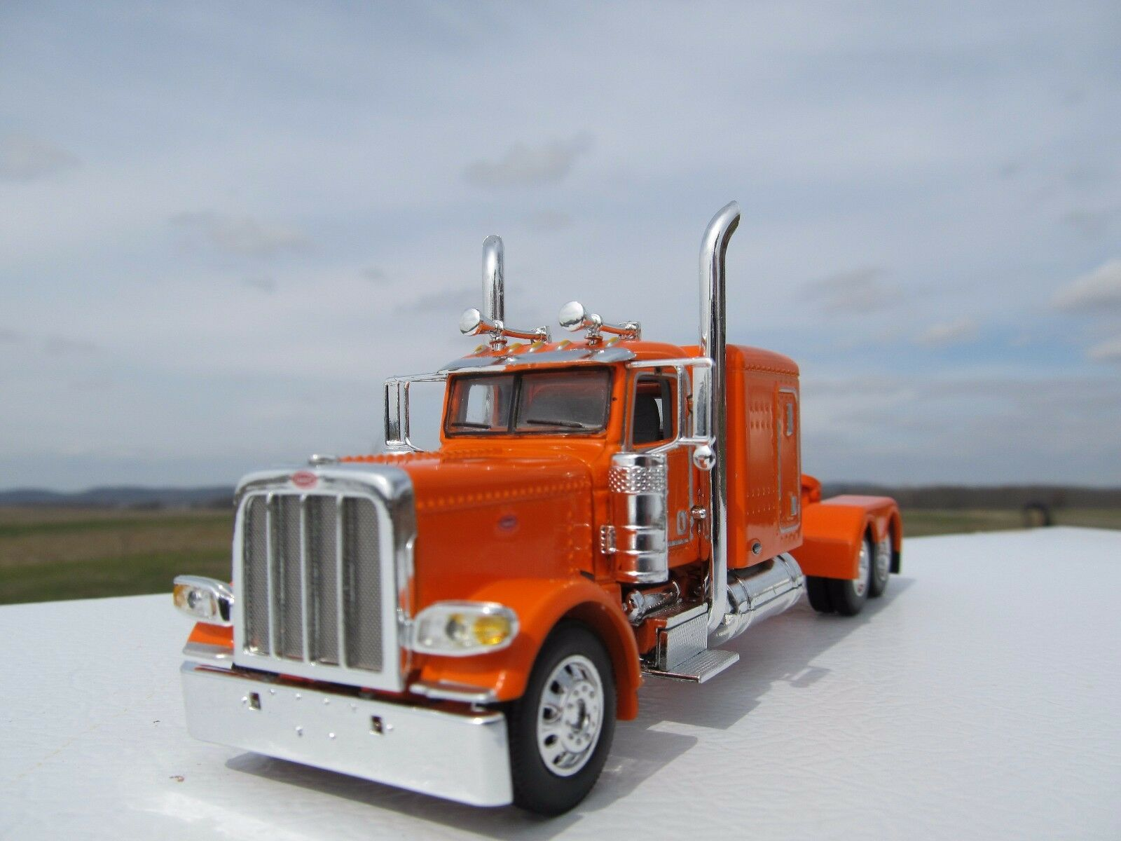 "DCP 1/64 SCALE 389 PETERBILT 63 "" BUNK (DAY CAB OPT) ORANGE"