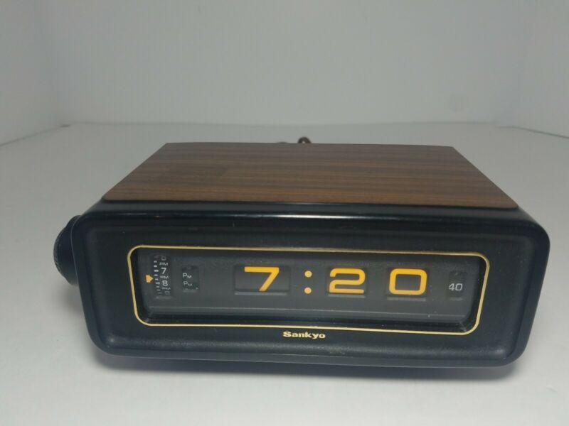 Vintage 70s Sankyo Tokyo Japan Flip Roll Clock 303AL Retro wood finish. Tested