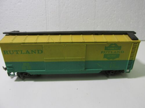 Rutland #100 Yellow & Green Reefer Box Train Car HO Gauge Scale tr2103