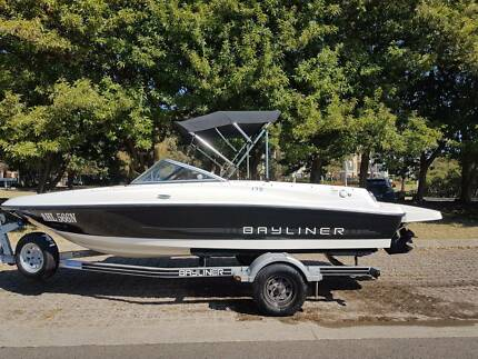 Bayliner 175 Bowrider with extended swimtray