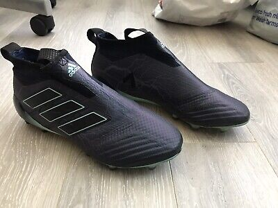 Men's ADIDAS ACE 17+ PURECONTROL Laceless Football Boots. Size 7
