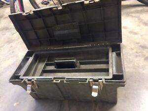 Heavy duty tool box with tray