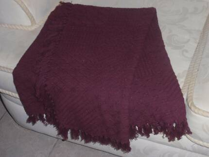 THROW RUG PLUM COTTON WOVEN FRINGED 145CM X 120CM