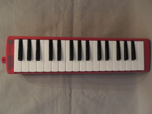 Collectible Hohner melodica Student 32