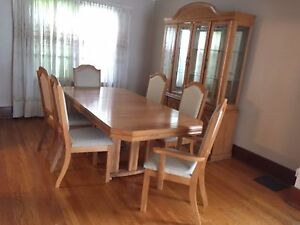 Dining Room Set- Excellent Condition!