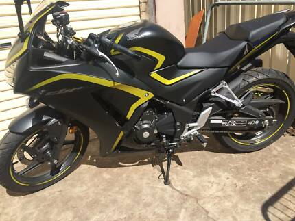 2015 HONDA CBR 250R - excellent condition, very low kms
