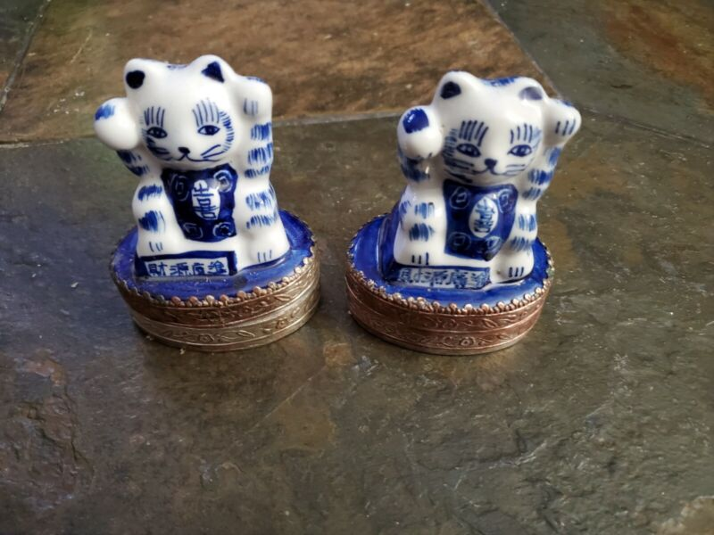 PAIR MANEKI NEKO BECKONING CAT Pottery Blue and White Porcelain Good Luck  Japan