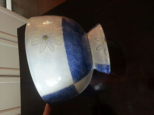 Ceramic pedestal bowl with painted daisies