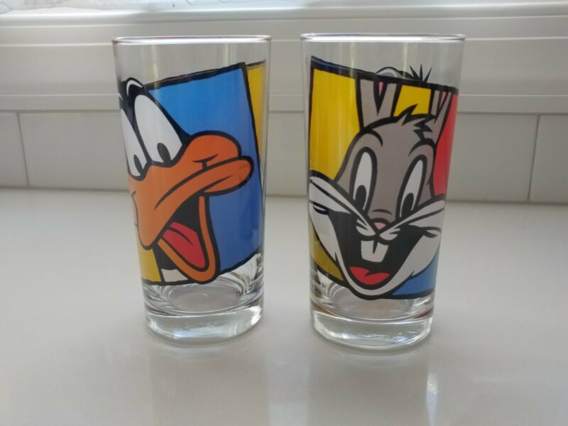 2 Looney Tunes: Bugs Bunny and Daffy Duck Glass Tumblers - 1994