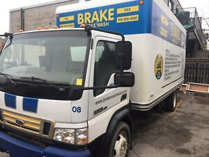 2006 Ford LCF (20foot) Cube van good condition for sale