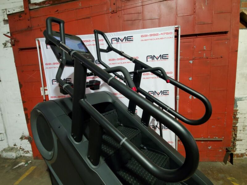 Stairmaster 10g Stepmill w Capacitive Touch Embedded 15 inch - Demo Condition