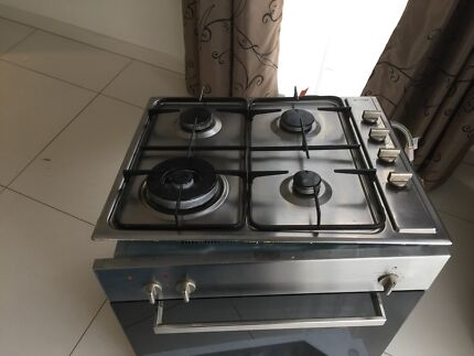 Omega electric oven 600mm and 600mm gas hot plat