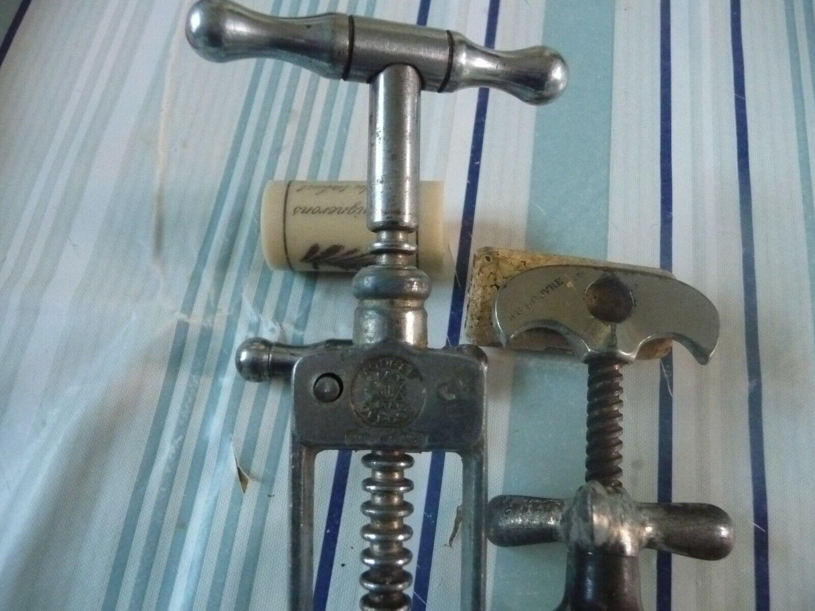 Deux tire bouchons ancien À crémaillère siglés