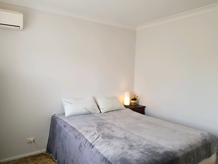 Large bright room - share bathroom with one person
