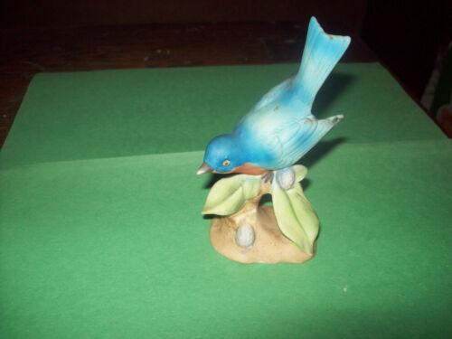 VINTAGE PORCELAIN BLUEBIRD FIGURINE  BY LEFTON 1964