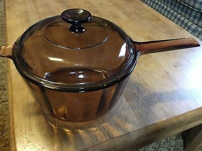 Corning Ware VISION Amber 2.5L Glass Sauce Pan w/ Lid 2 Handles Tab Faceted Side