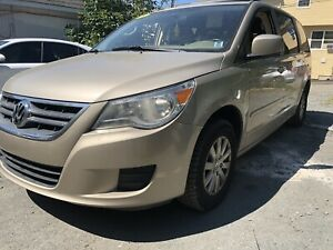 2009 VW Routan loaded!