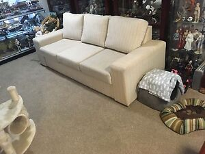 Queen sized sofa bed / lounge Bligh Park Hawkesbury Area Preview