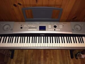 Clavier piano electronique Yamaha ypg-525