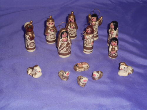 VTG 13 PC TINY MEXICAN CLAY HAND-PAINTED NATIVITY SCENE WHITE & GOLD