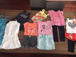 Super beau lot vêtements d'été fille 5-6 ans.