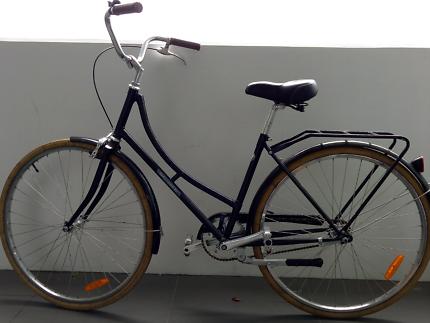 Ladies cruiser bicycle