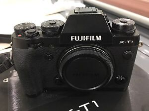 Fuji X-T1 Body with Grip - Must Sell!