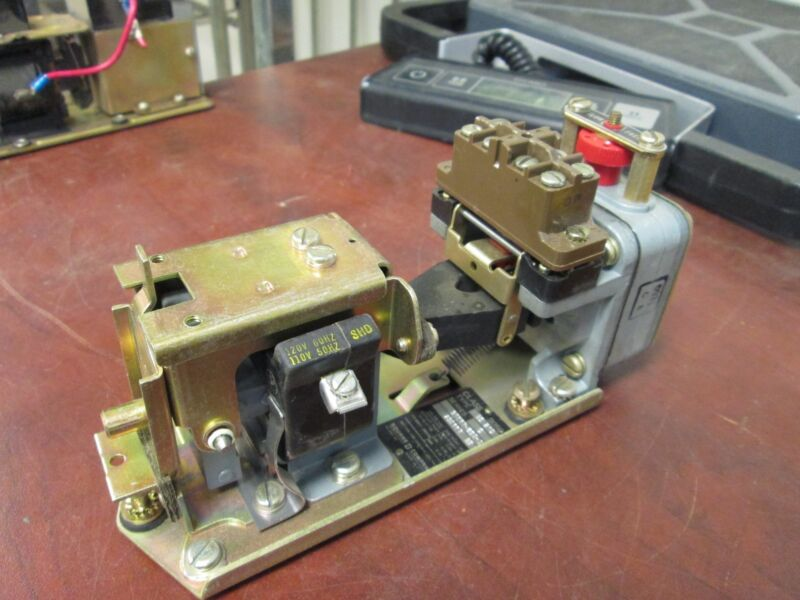 Square D Pneumatic Timing Relay 9050B021D 120V Coil Used