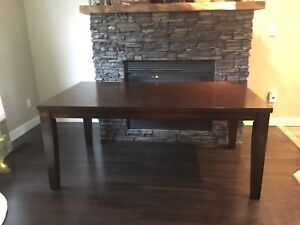 Kitchen / Dinning Room Table and Chairs x6
