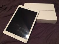iPad Air 2 128Gb - silver with smart case- Perfect Condition