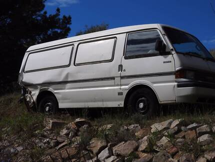 Mazda E2000 van for wrecking only
